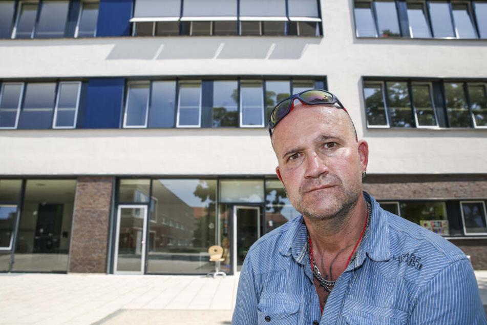Hatte Ausgaben und ist sauer: Wahlhelfer Jens Walther (45) wartet auch zwei Wochen nach getaner Arbeit noch auf sein Geld.