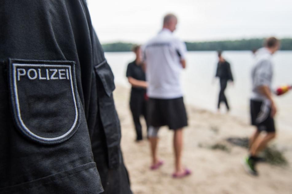 Strandausflug eskaliert: Erst zoffen die Kids, dann prügeln die Mütter