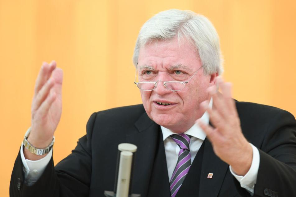 Volker Bouffier, Hessens Ministerpräsident (CDU), will das Grundrecht auf Asyl schützen.