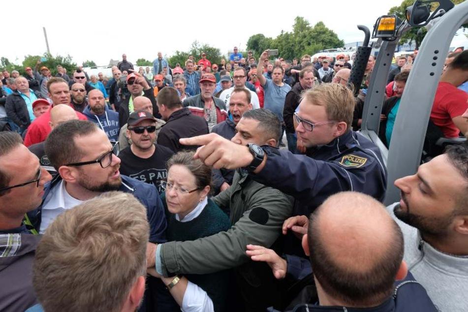 Am Dienstag gerieten Halberg-Angestellte mit der Polizei und Security aneinander.