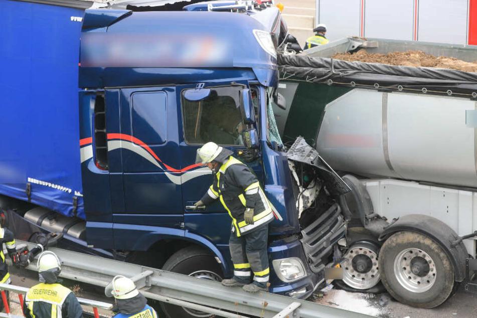 Lkw-Fahrer bremst zu spät und verliert sein Leben auf der Autobahn