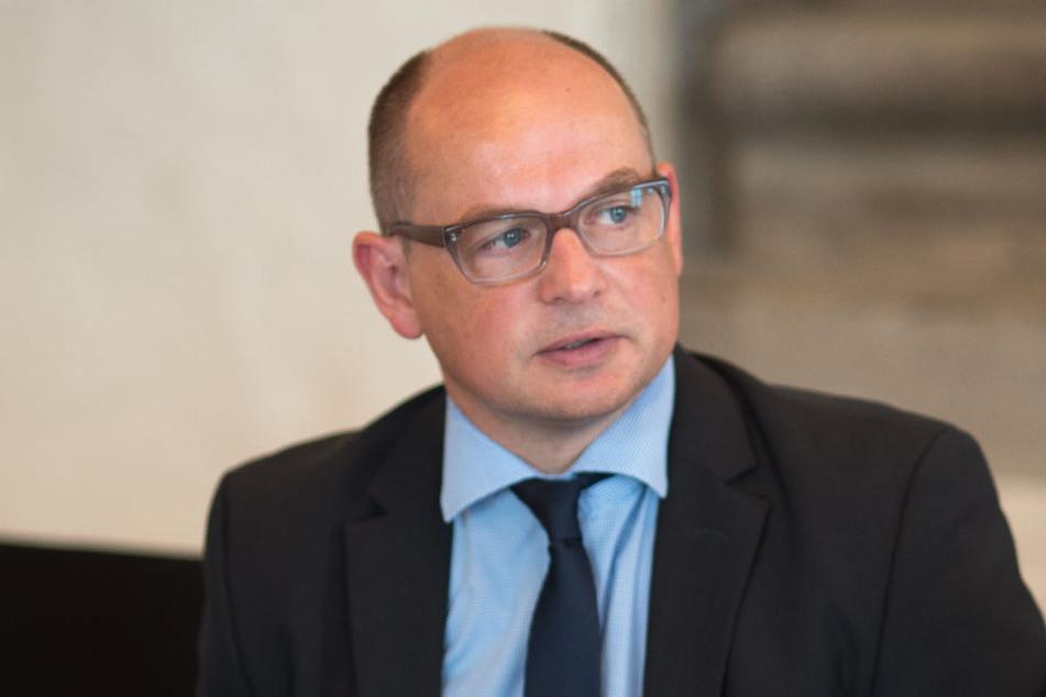 Machen den (zeitlichen) Anfang: August-Horch-Museums-Chef Thomas Stebich (44) und seine Mannschaft.