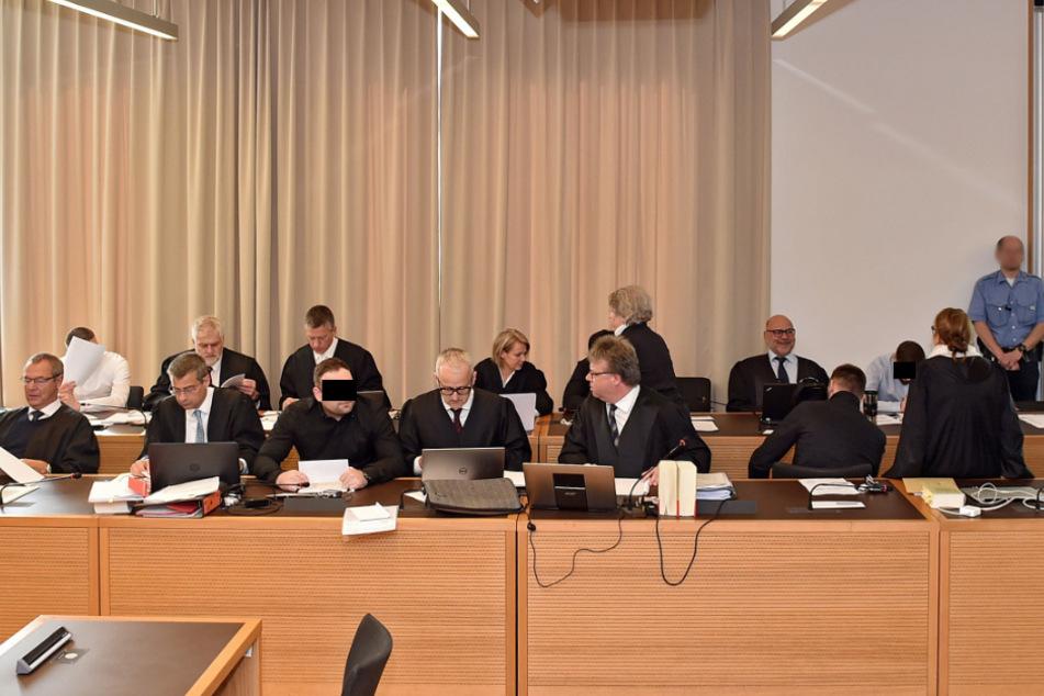 Zu Beginn war der Gerichtssaal noch voll mit Angeklagten.