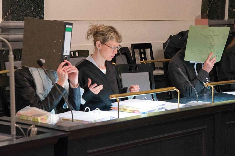 Michaela P. (17) und Jonny H. (20) beim Prozess-Auftakt in Zwickau.
