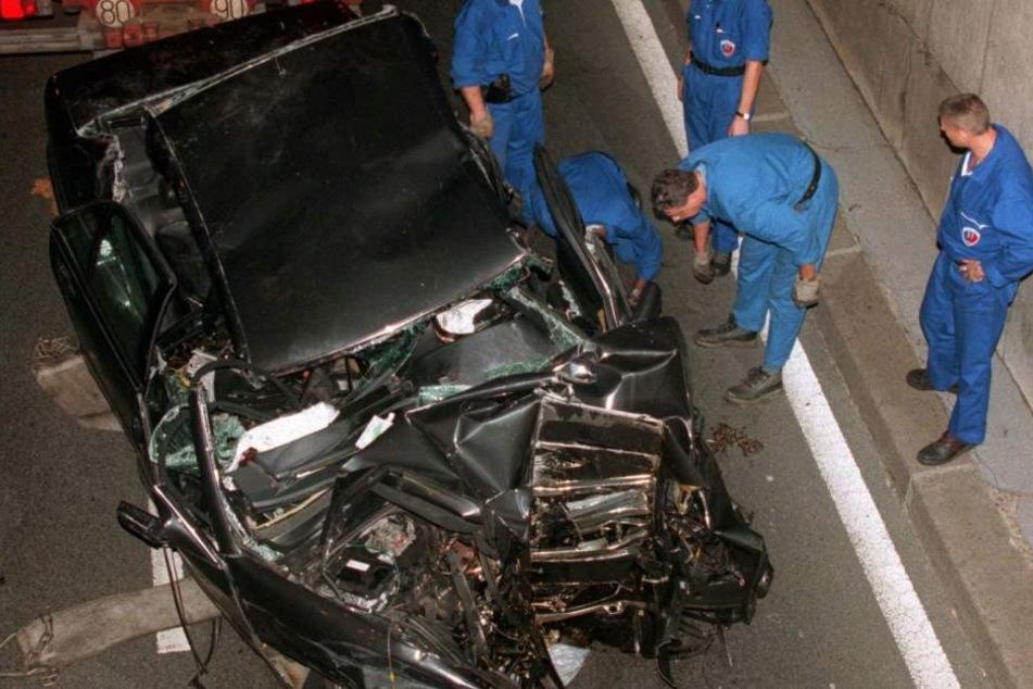 """Ein Bild, das um die Welt ging: Der Wagen, mit dem die """"Königin der Herzen"""" verunglückte."""