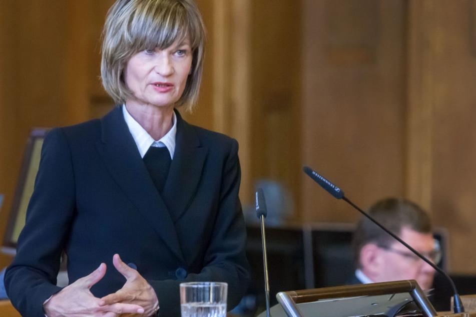 OB Barbara Ludwig (54, SPD) plant schon mal die Festigkeiten 2018.