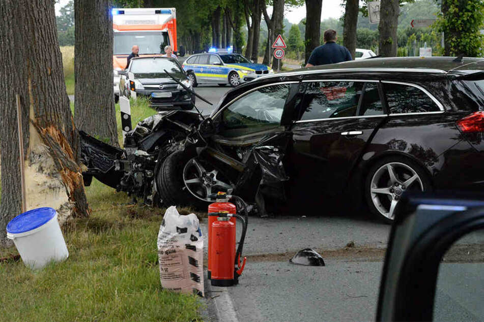 Die Achse des Wagens schob sich bei dem Unfall in den Fußbereich des Fahrers.