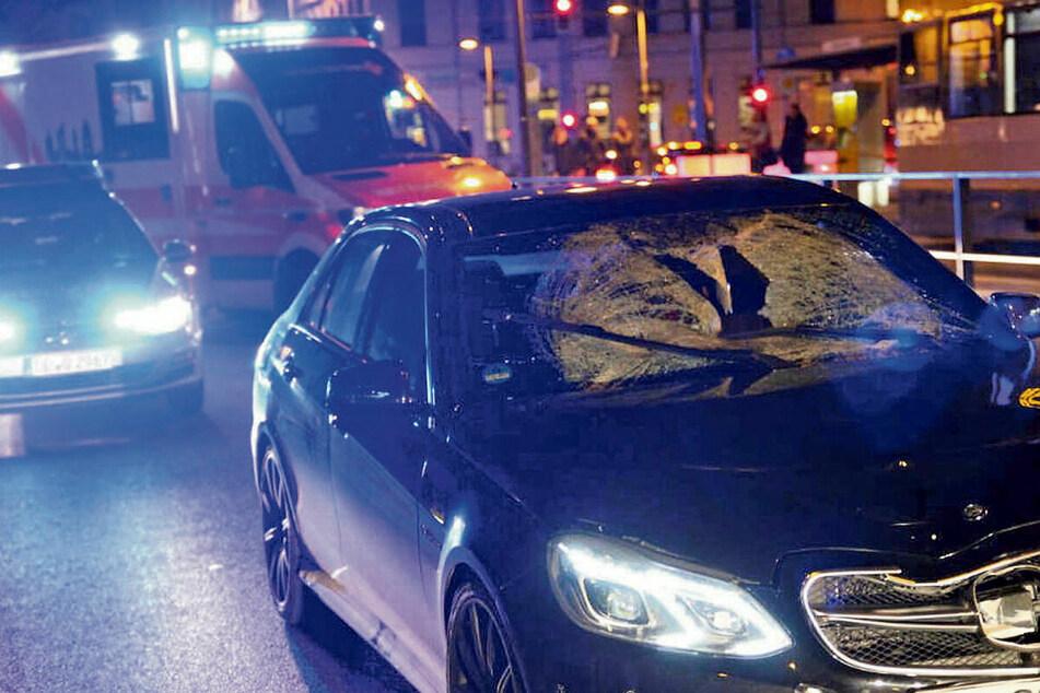 Der getunte Mercedes unmittelbar nach dem Unfall - Ruben schlug in die Frontscheibe des Wagens. Einen Tag später starb er im Krankenhaus.