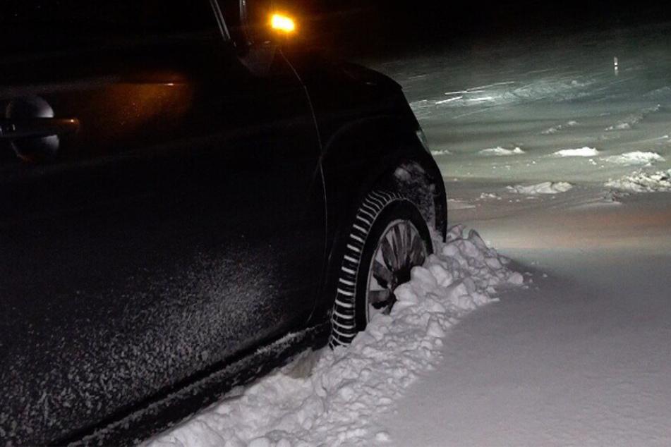 Schneechaos im Harz: Straßen dicht, Autos bleiben im Schnee stecken