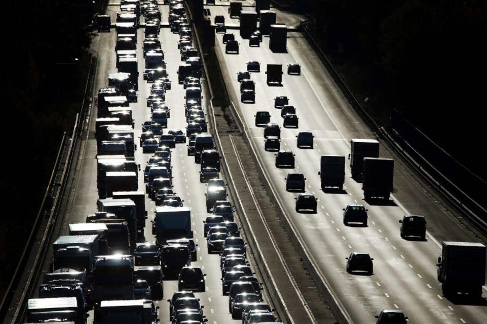 Nach dem Manöver auf der Autobahn fuhren beide Männer zur Polizei. (Symbolbild)