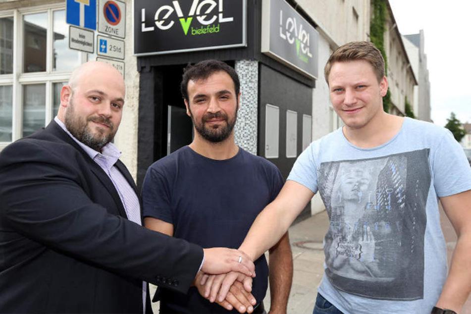 """Ferdi Kali (Mitte) übergibt das Management an Björn Hagedorn (li.) und Alexander Westmeier. Die beiden führen den Club als """"Club Nox"""" weite."""