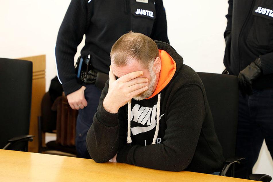 Chemnitzer Autoknacker fährt hinter Gittern ein