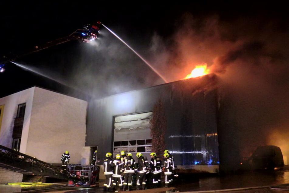 Bei dem Brand war eine Halle komplett in Flammen aufgegangen.