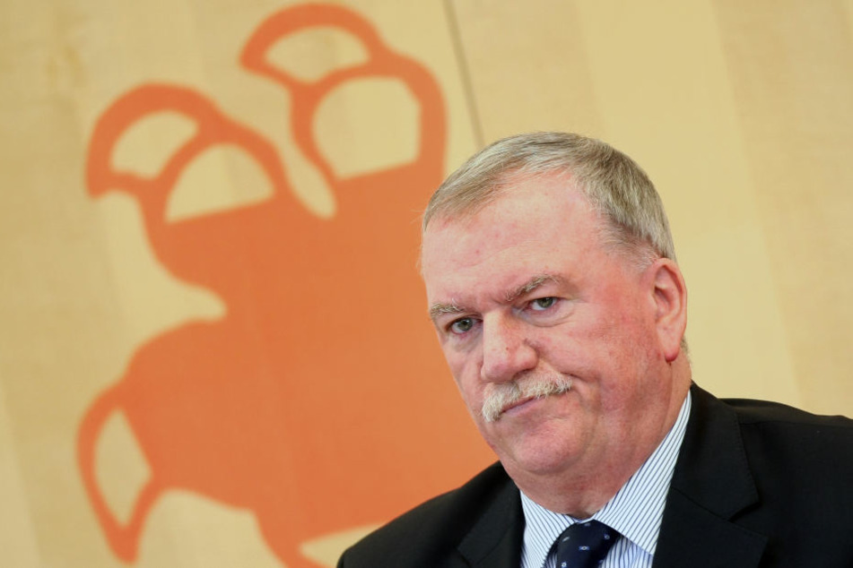 Landtagsvizepräsident Frank Lortz streitet die Vorwürfe, CDU-Mitglieder stünden mit NPD-Inhalten in Verbindung, ab.