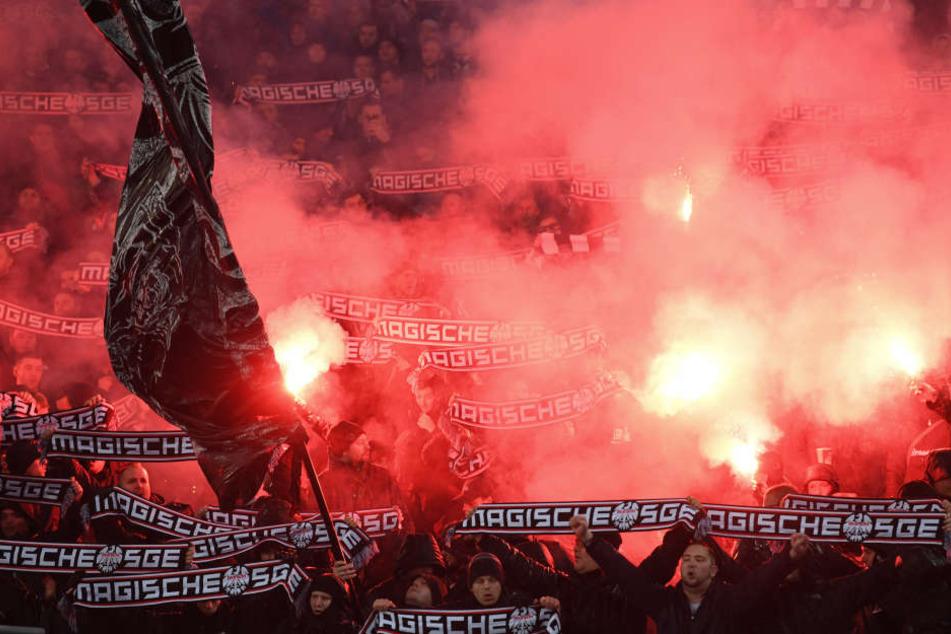 Beim Europa League-Auswärtsspiel bei Lazio Rom benahmen sich einige Eintracht-Anhänger vollkommen daneben.