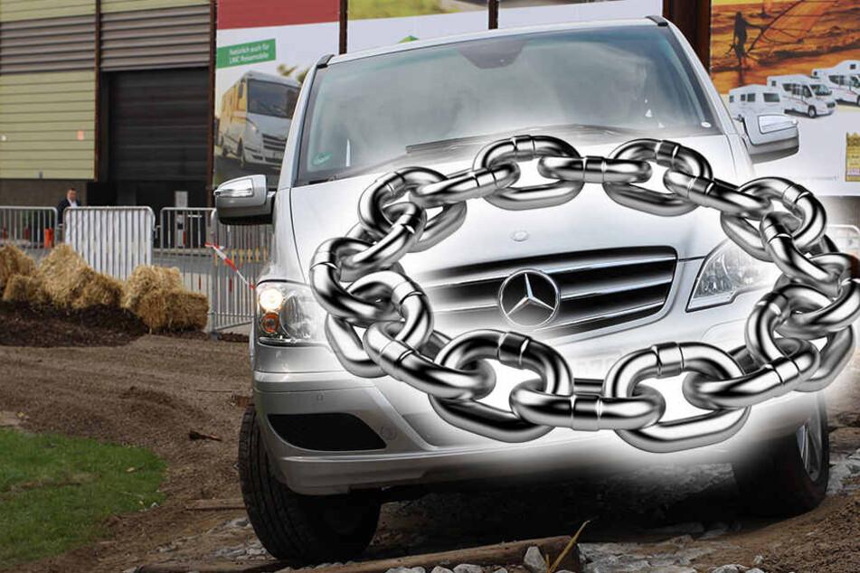 Ein Unbekannter hatte eine Kette um das Vorderrad gelegt und den Mercedes so an der Weiterfahrt gehindert. (Symbolbild)