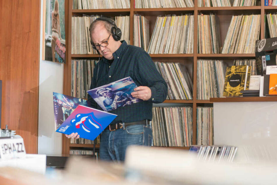 Platten, Platten, Platten: Bei Tino Tuch (55) am Körnerplatz boomt die gute,  alte Vinylscheibe.