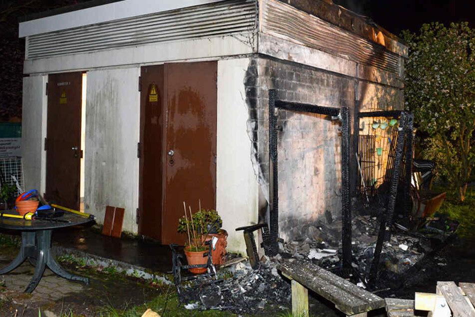 Zu retten war der Schuppen nicht. Er brannte komplett aus.