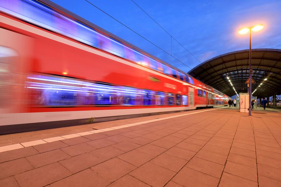 Am Magdeburger Hauptbahnhof nahmen Polizisten den 39-Jährigen in Empfang.