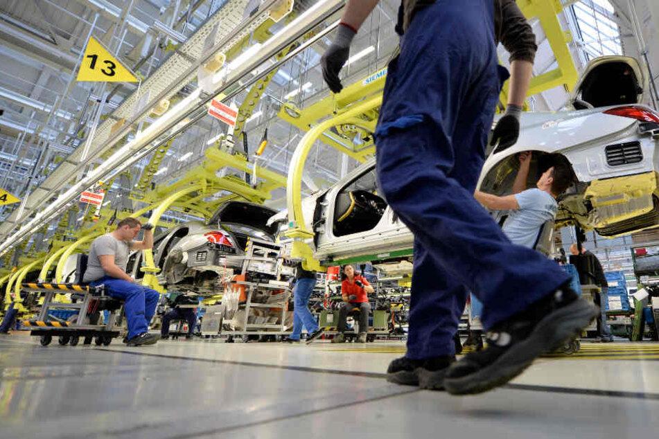 Von der Entwicklung profitieren auch die Daimler-Beschäftigten (im Bild: Daimler-Werk in Sindelfingen): Sie sollen im April bis zu 5700 Euro Prämie erhalten.