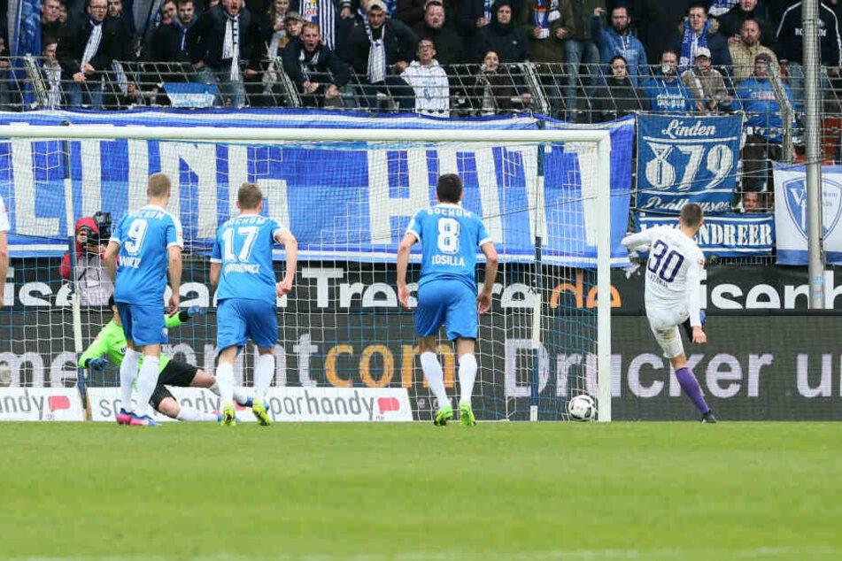 Tor für Aue. Dimitrij Nazarov (Aue) erzielt per Foulelfmeter den Treffer zum 0:1. ,