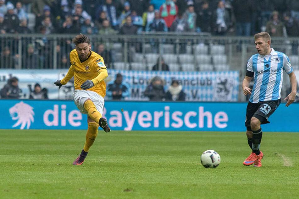 Niklas Kreuzer (l., gegen  1860-Torschütze Levent Aycicek) lieferte auch in München eine starke Partie ab.