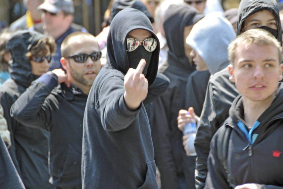 Gewalt lehnen die meisten Jugendlichen ab. Das Gros der Teenager findet weder  die rechte noch die linke Szene anziehend.