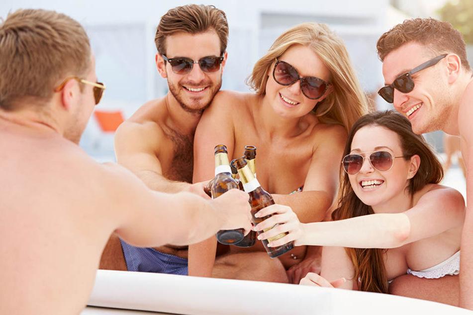 Bei den aktuell sommerlichen Temperaturen sollte auf Alkohol bestenfalls verzichtet werden.