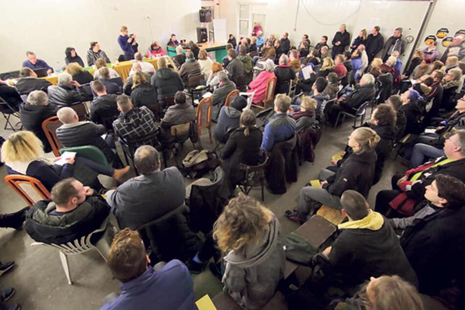 Rund 100 Mitglieder und Gäste kamen am Mittwoch zur Mitgliederversammlung der Dresdner  Tafel.