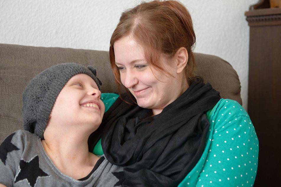 Stefanie Schönau (30) mit ihrer Tochter Letizia (11)