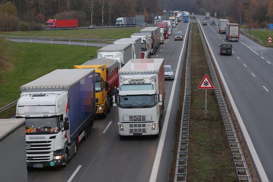 Zwischen Pulsnitz und Ottendorf-Okrilla hat es einen Unfall mit zwei Lastern gegeben, seitdem geht nichts mehr auf der A4.