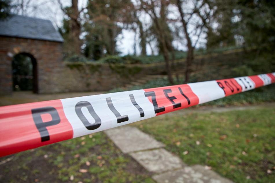 Ein Zeuge fand die Leiche am Donnerstagmorgen im Vorgarten vor der Flüchtlingsunterkunft. (Symbolbild)