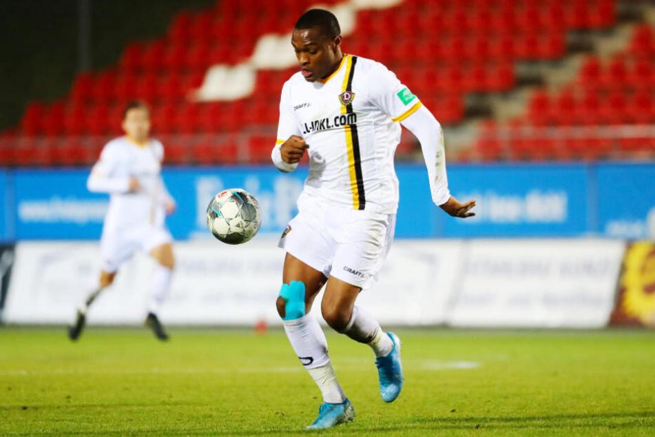 Joy-Lance Mickels zog sich im Testspiel für Dynamo Dresden beim 1:0-Sieg in Zwickau einen Muskelfaserriss zu.