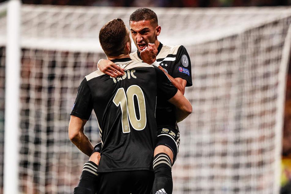 Erzielten beide jeweils ein Tor: Ajax-Offensivspieler Hakim Ziyech (r.) und Dusan Tadic (l.) hatten viel Grund zum Jubeln im Santiago Bernabeu.