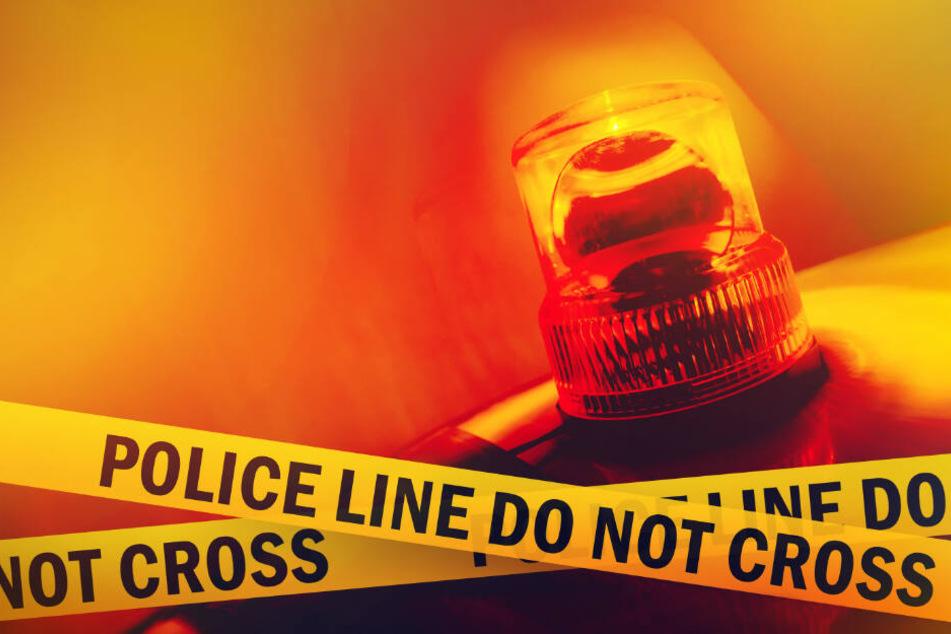 Die Polizei sucht nach der Freundin des Opfers.