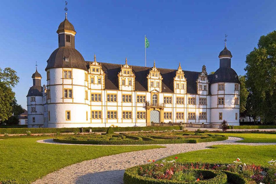 Im Schloss Paderborn werden heute exklusiv Keller, Dachböden und Abstellkammern geöffnet.