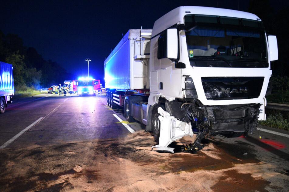 Der Lkw-Fahrer wurde bei dem Unfall leicht verletzt.
