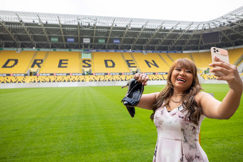 """Allein im Dynamo-Stadion - ohne die """"Selfie""""-Tour käme Pisei (29) nie an solch ein Fotomotiv."""