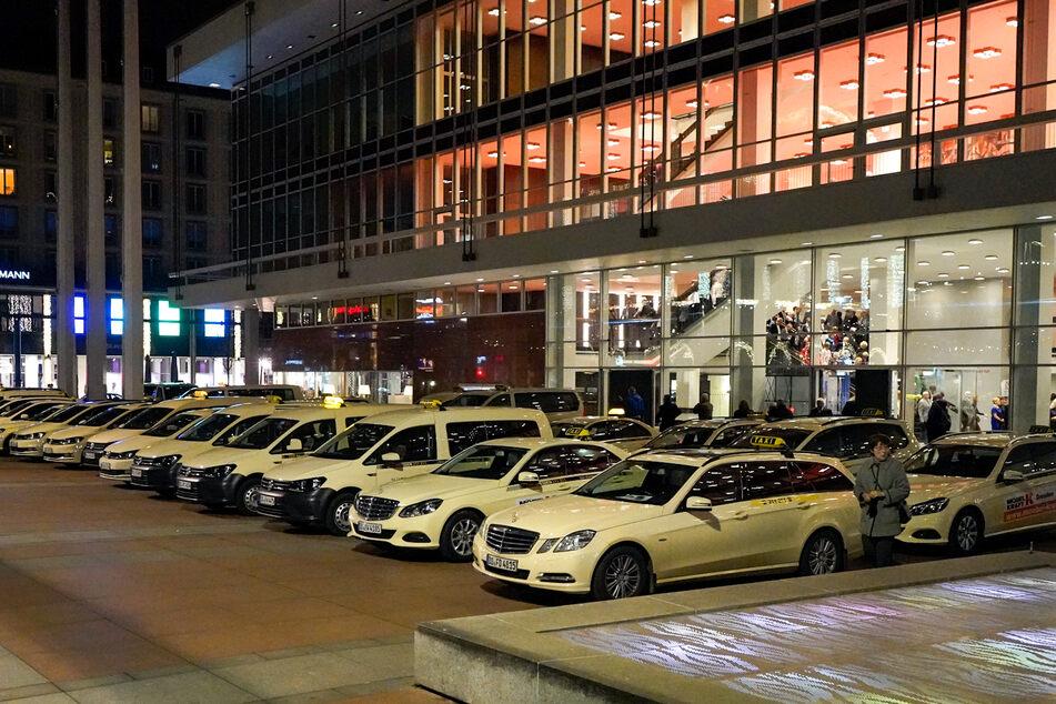 Taxis sollen zukünftig zwar nicht mehr vor, aber seitlich am Kulturpalast halten dürfen.