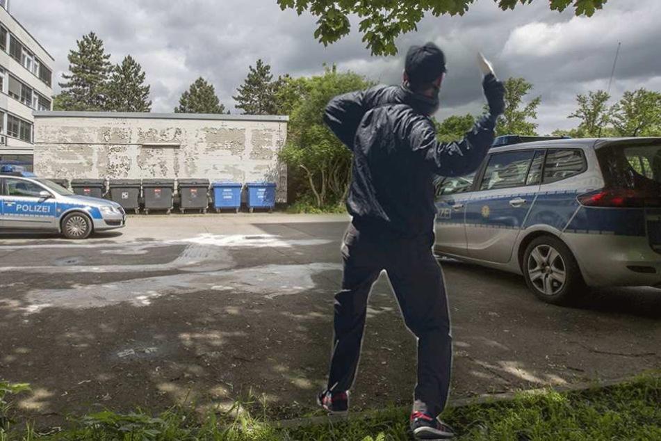 Ein Verletzter: Berliner Polizeiautos mit Steinen beworfen