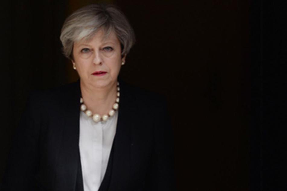Auch die britische Premierministerin Theresa May (60) hat sich inzwischen auf den Weg nach Manchester gemacht.