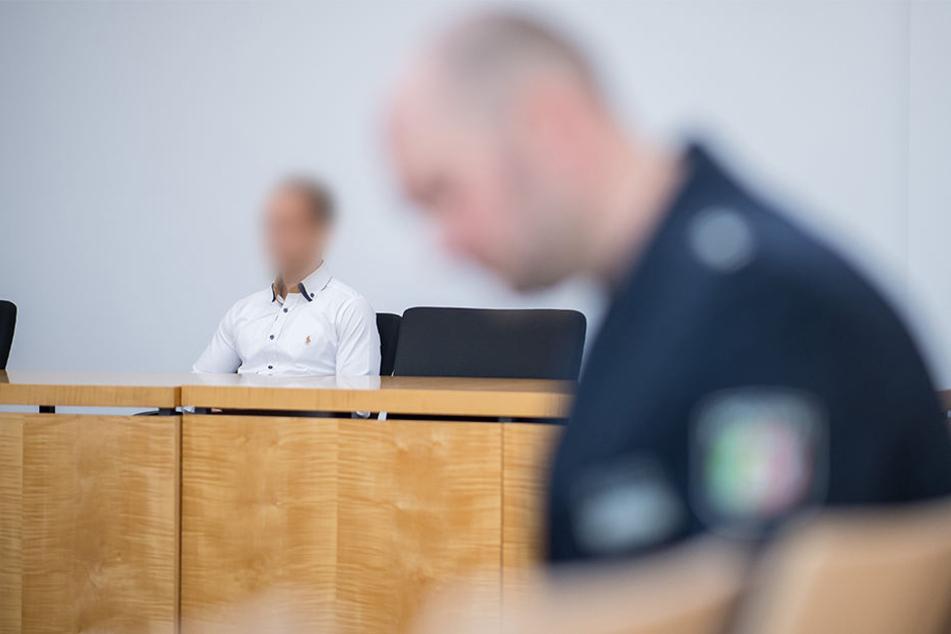 Der Kläger Jan S. sitzt vor dem Oberverwaltungsgericht für das Land NRW in Münster.