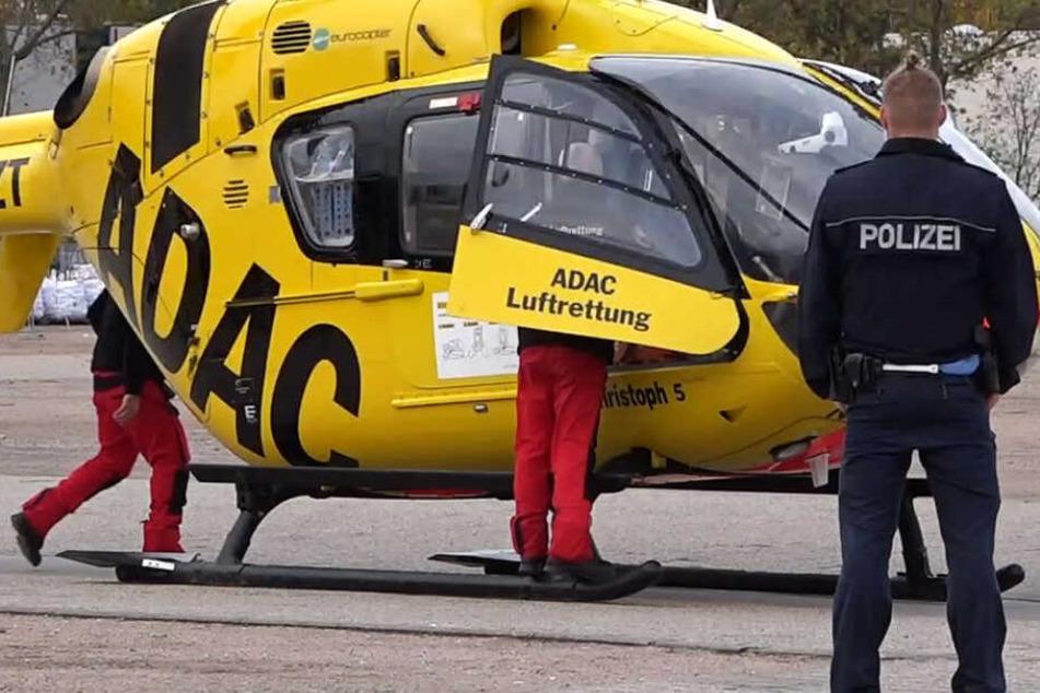 Ein Rettungshubschrauber brachte den 78-Jährigen in eine Klinik.