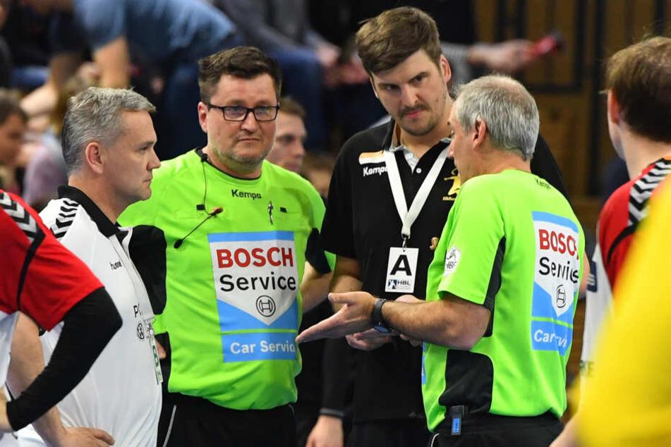 Da half alles Diskutieren nicht: Die Schiedsrichter brachen das Spiel ab, die Punkte waren weniger Tage spöter futsch.