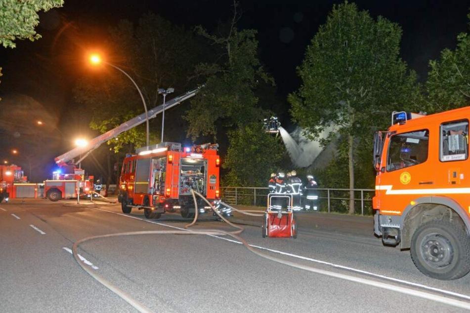 Zahlreiche Einsatzwagen waren vor Ort.