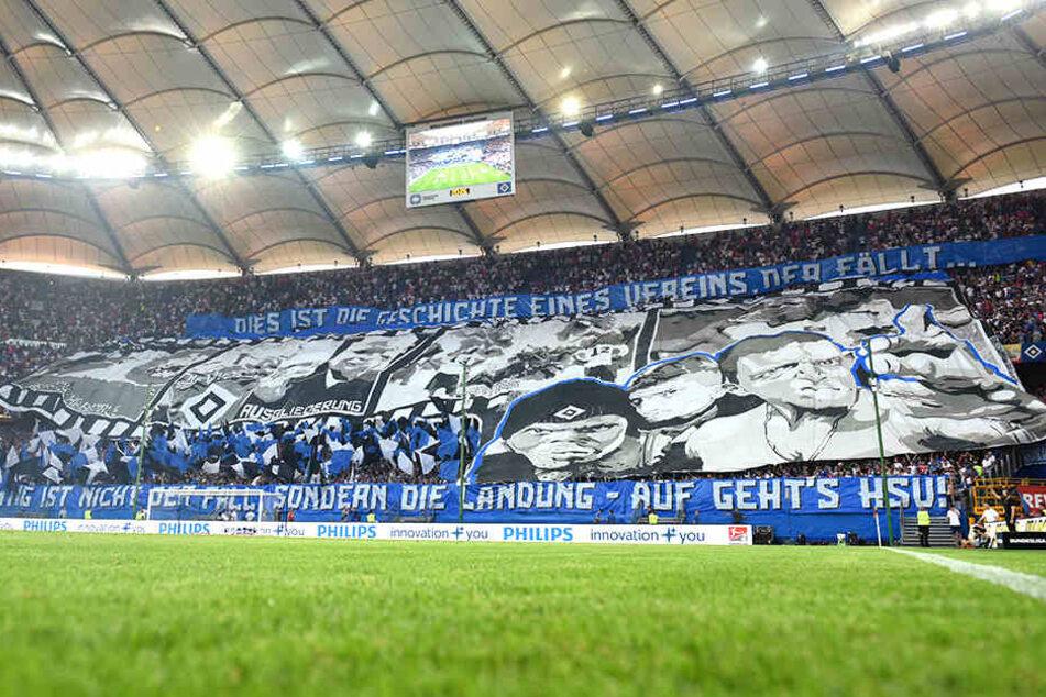 Mit einer beeindruckenden Choreografie empfingen die Hamburger Fans ihr Team.