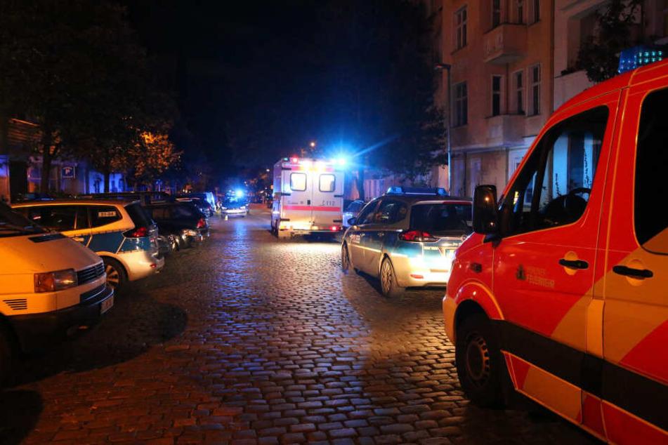 Polizei, Notarzt und Krankenwagen sind vor Ort.