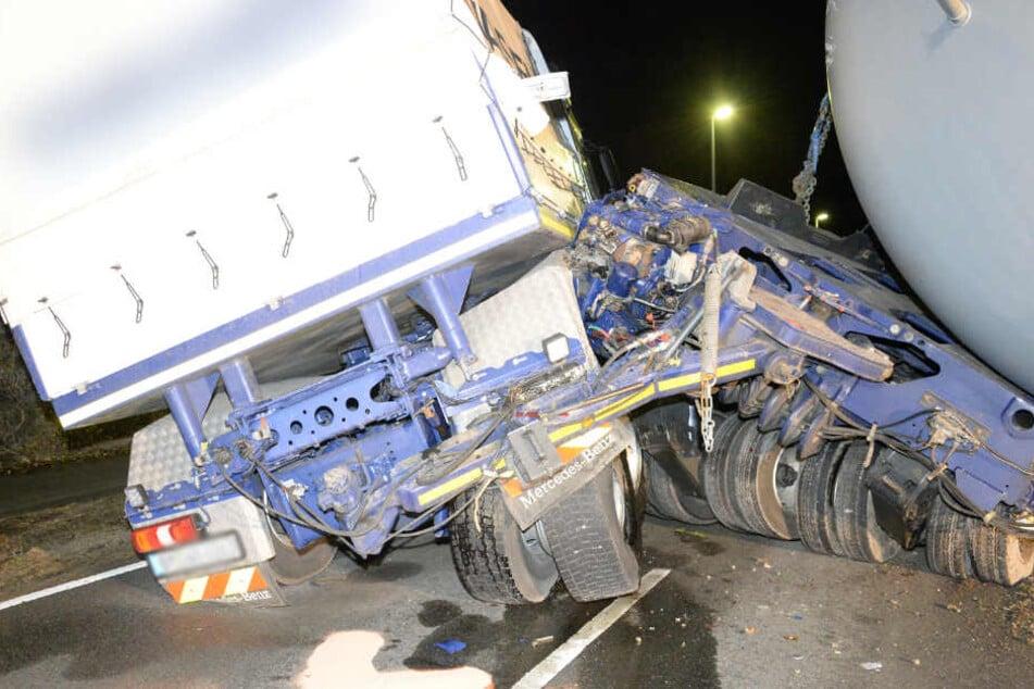 Der Truck knickte komplett um die eigene Achse.