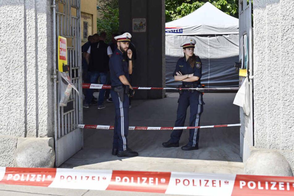 Die Polizei wollte aus ermittlungstaktischen Gründen keine weiteren Details zum Mord nennen.