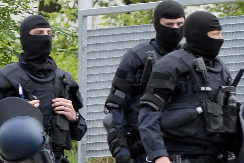 Ein Spezialeinsatzkommando der Polizei musste für die Abschiebung anrücken (Symbolbild).